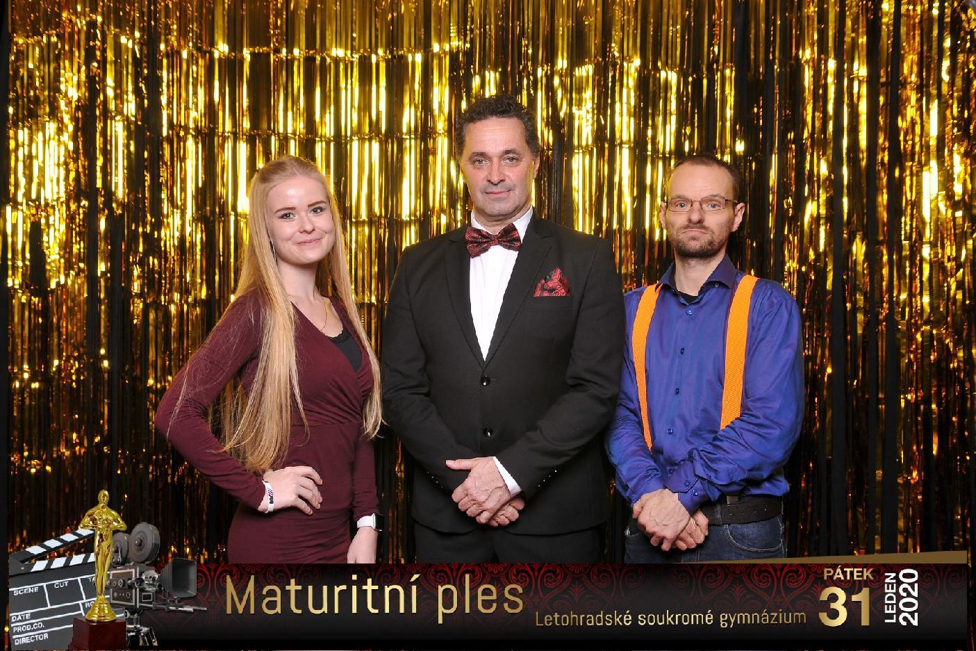 Martin Dejdar přistižen ve fotokoutku na plese